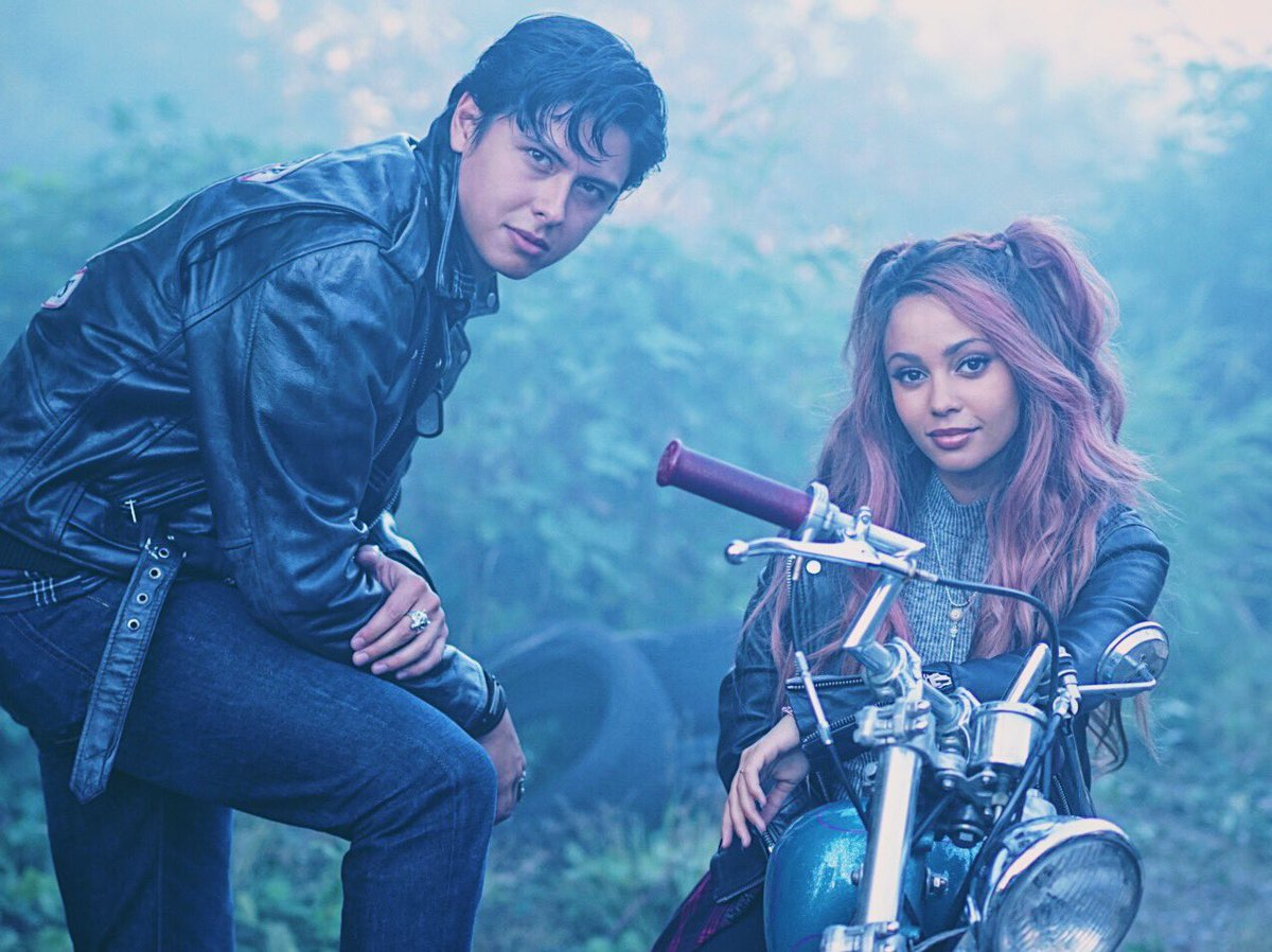 Meet Vanessa Morgan The Disney Channel Star Turned Bisexual