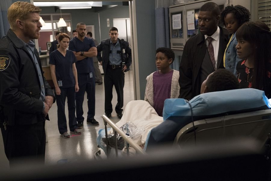 Greys Anatomy Takes On Police Brutality And Unconscious Bias In